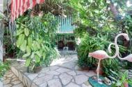 5.- Jardin del Hostal Ivan y Lucy