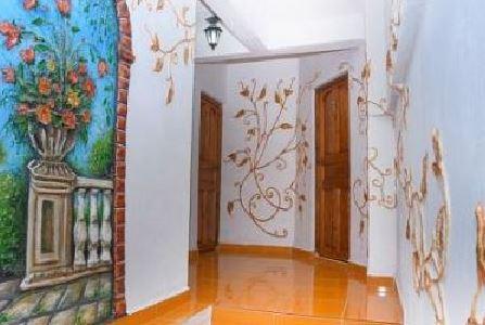 entrada-hostal-las-rosas-en-santiago-cuba