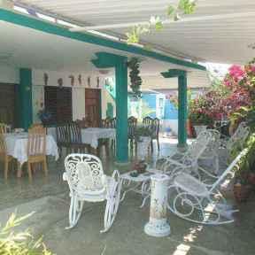 jardin-hostal-aida-en-playa-giron