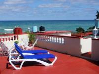 terraza_vista_al_mar-hostal-ciro-en-boca-camarioca